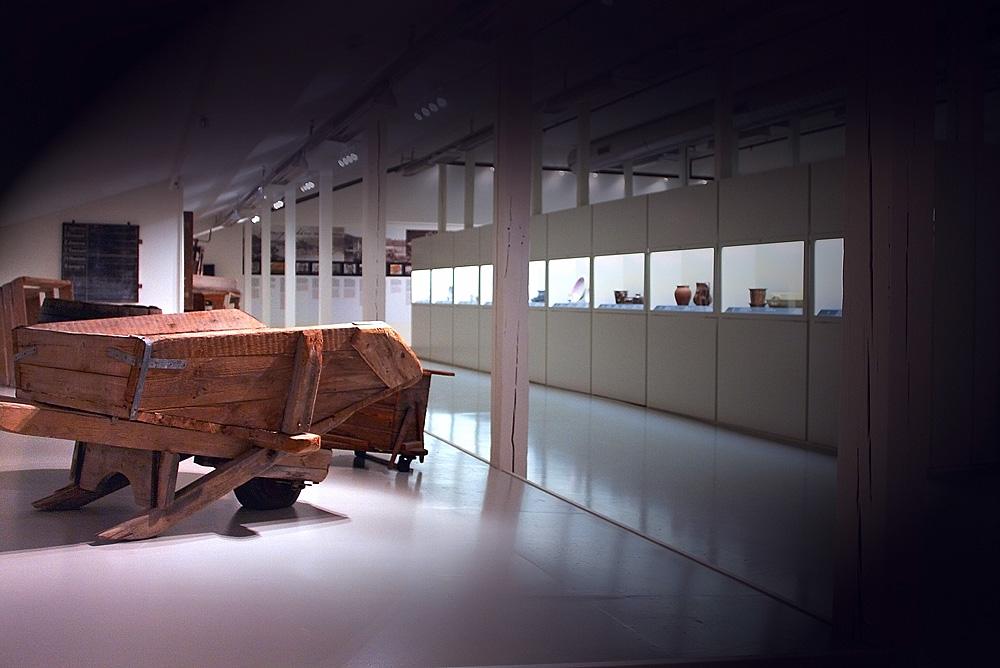Bilde fra utstillingslokalene på Egersund Fayancemuseum