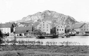 Fotografi av Egersunds Fayancefabriks Co. cirka 1895. Foto: E. H. Torjusen.