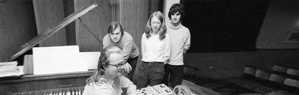 De medvirkende i Structural Constellation. Fra venstre: Sverre T. Feed, John Faltin Hafsø, Aud Eli Ege og Jan Ivar Peterson. Foto: Torbjørn Bøe (bildet er redigert).